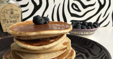 pancake moelleux aux myrtilles et sirop d'érable