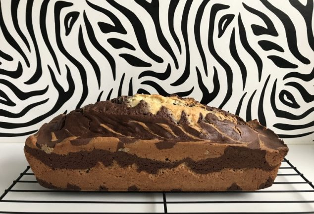 cake marbre vanille chocolat devant mur zebre
