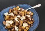 courge butternut servie avec du fromage bleu et des noix de pécan